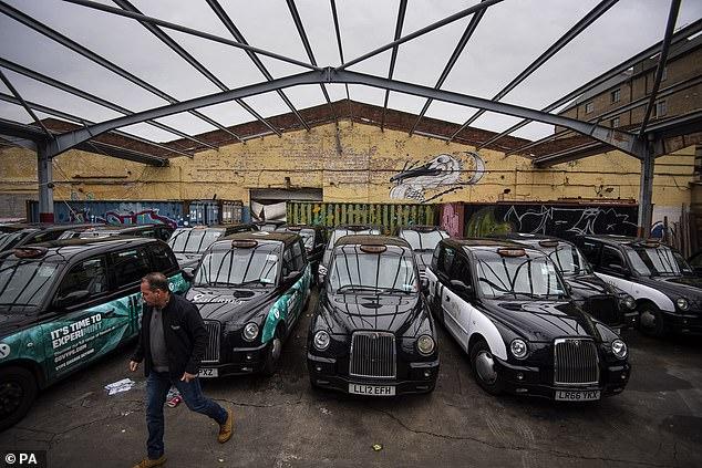 Taxiurile au fost duse în hangare