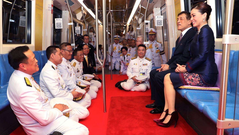 Regele Thailandei şi supuşii săi, la metrou