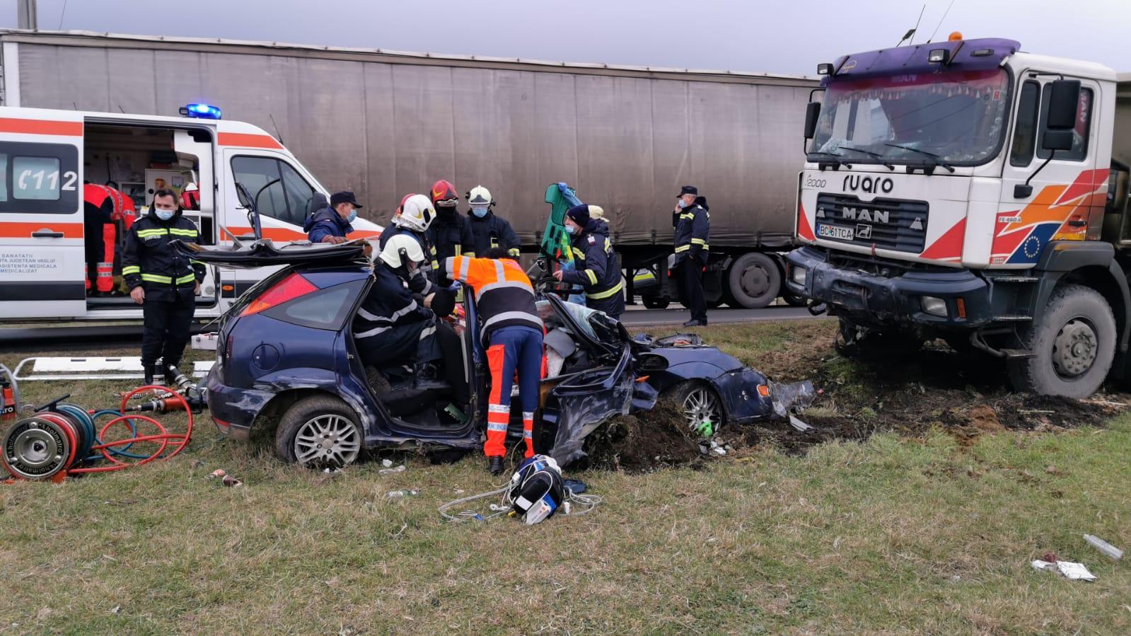 Accident mortal în Muntenii de Sus, Vaslui între un camion şi o maşină