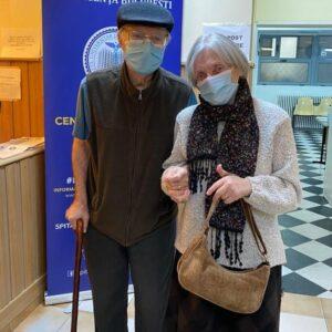 Doi bătrâni au sărbătorit Dragobetele prin vaccin
