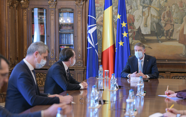 Premierul Cîţu şi mai mulţi miniştri, chemaţi la discuţii cu Klaus Iohannis la Cotroceni