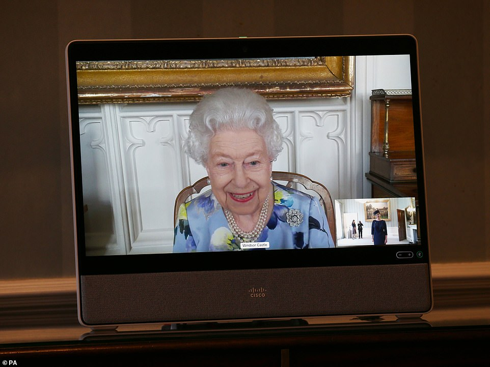 Prima apariţie a Reginei Elisabeta a II-a