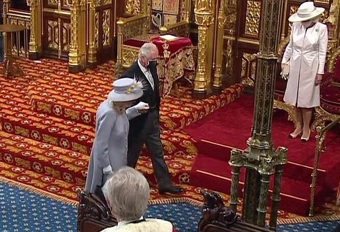 Regina Elisabeta a II-a primul eveniment public după moartea Prinţului Philip13