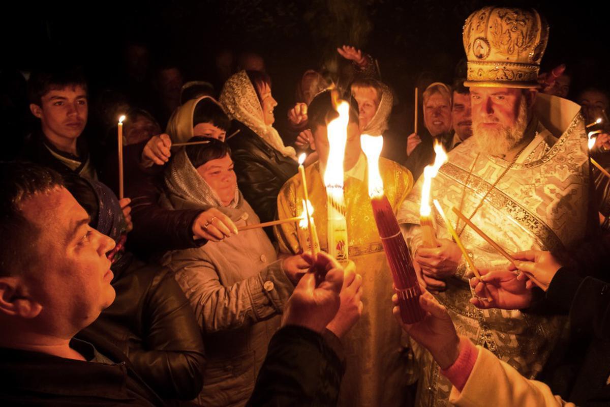 Paşte 2021. Hristos a înviat! Lumina Sfântă, adusă de la Ierusalim. Reguli pentru noaptea de Înviere