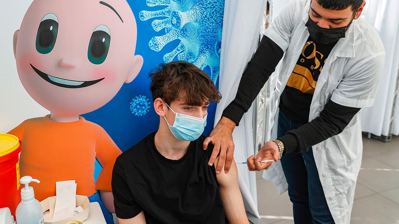 România se pregăteşte să vaccineze anti-COVID copiii. Gheorghiţă: Aproximativ 800.000 de copii şi adolescenţi, eligibili pentru vaccinare