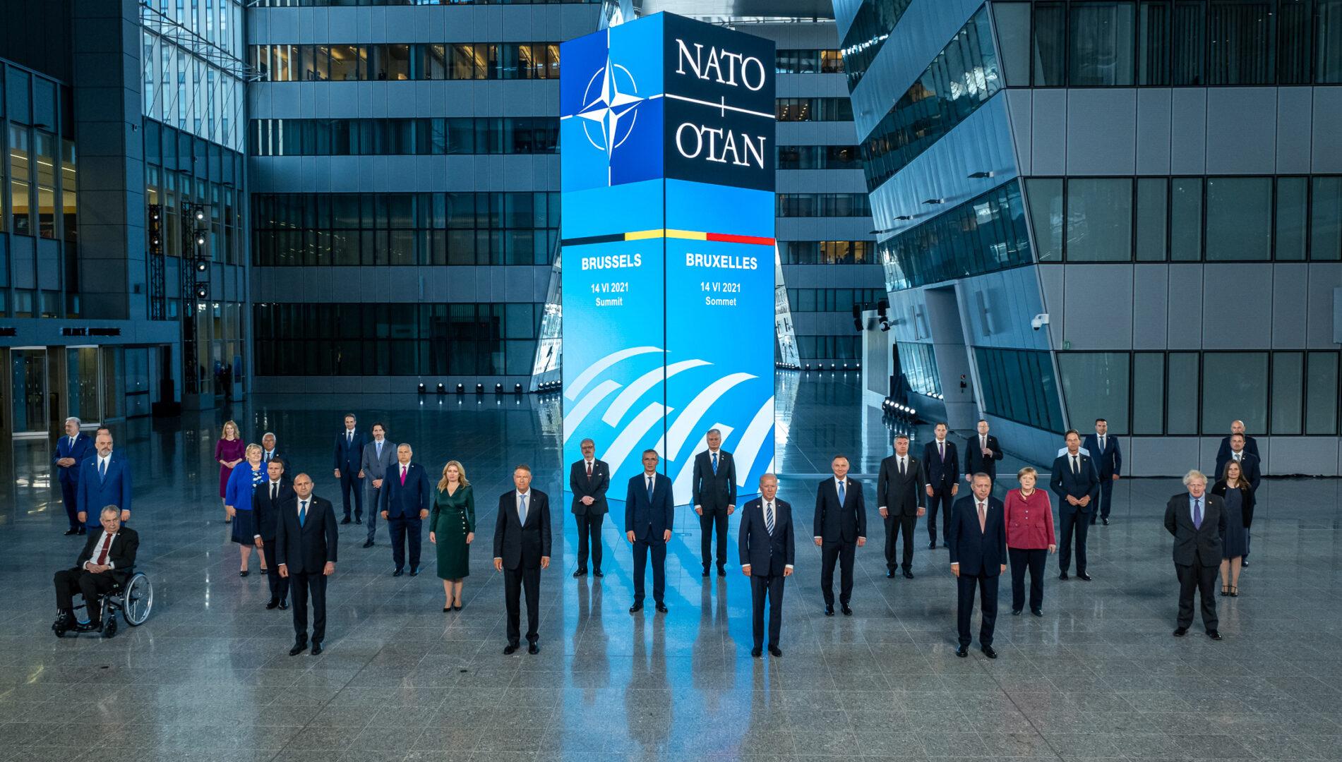 Poza oficiala de grup a liderilor statelor membre NATO