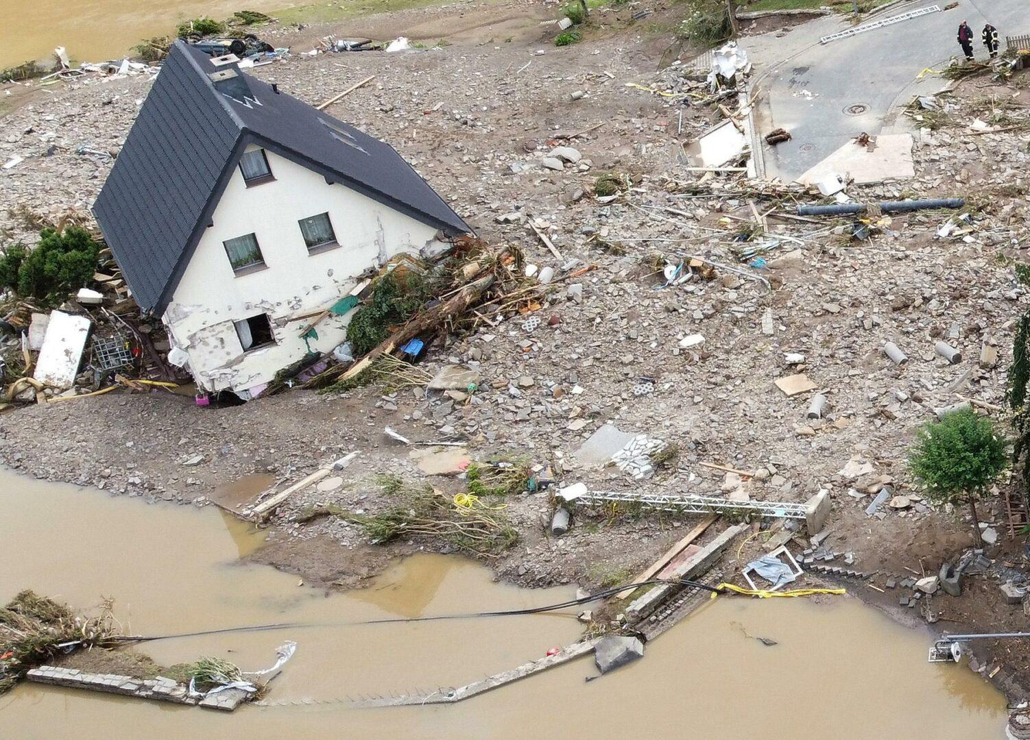 Inundaţii devastatoare în Germania şi Belgia. Zeci de oameni, morţi VIDEO