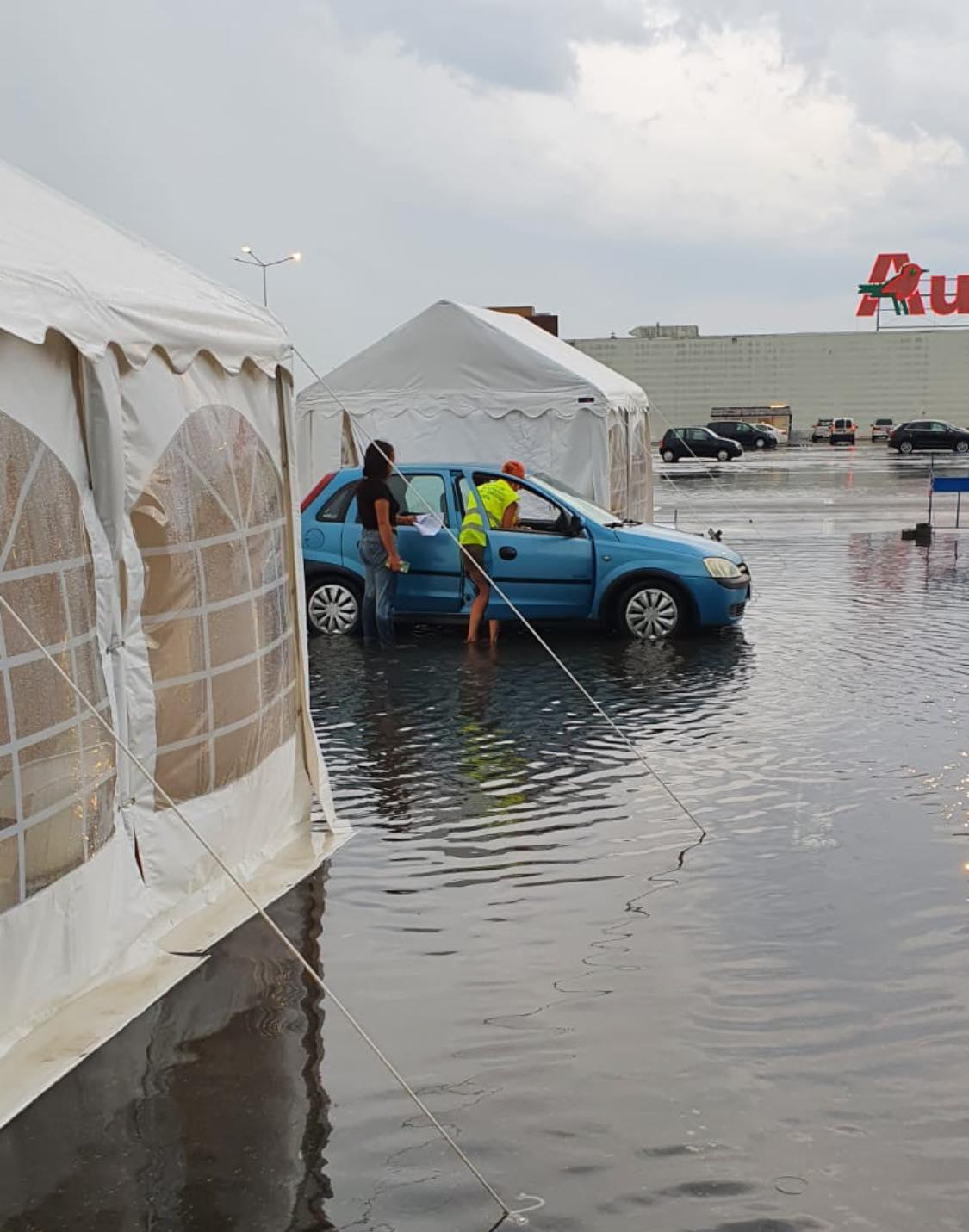 Inundatii la drive-thru în Deva