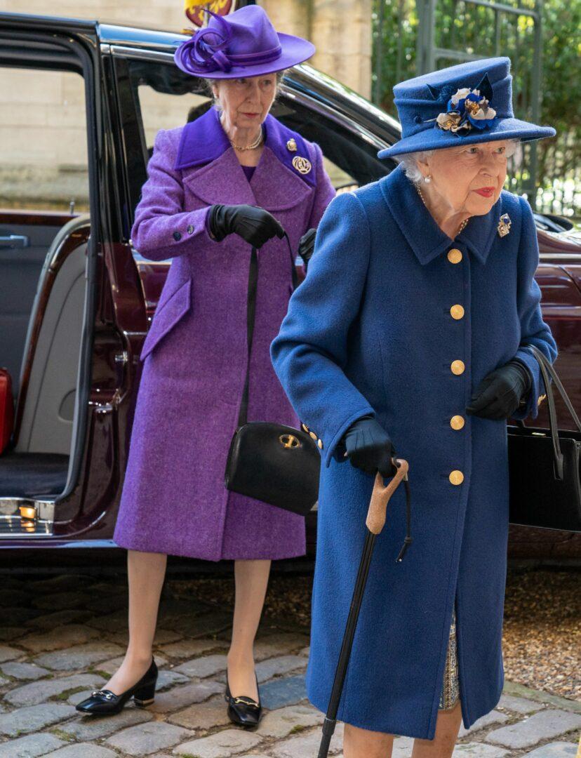 Regina, în baston